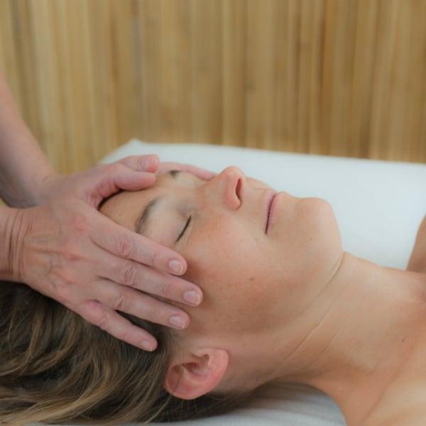 Gesicht-Kopf- Nackenmassage
